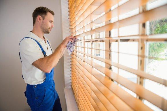 Professionnel pour obtenir un devis pour la conception et la fabrication de stores de toit sur-mesure à Montbonnot-Saint-Martin