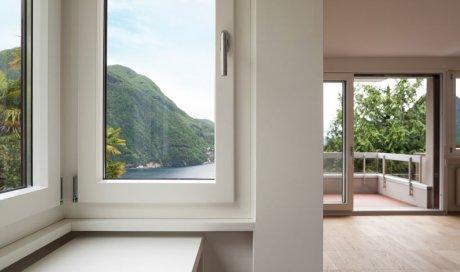 Entreprise spécialisée dans la pose de fenêtres coulissantes en aluminium dans une maison en construction à Froges